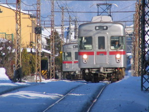 雪の長野電鉄。車両は元地下鉄日比谷線。